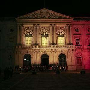 Stadshuset i Lissabon i Belgiens färger 22.3.2016.