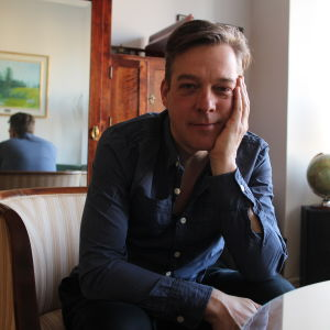 Skådespelaren Riko Eklundh vill lyfta fram äldre kollegor.