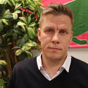 Kuvassa HYKSin psykiatrian linjajohtaja Jan-Henry Stenberg