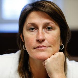 Belgiens transportminister Jacqueline Galant tvingas avgå efter uppgifter om att hon ljög om en EU-rapport som var kritisk mot säkerheten på flgyplatsen i Bryssel