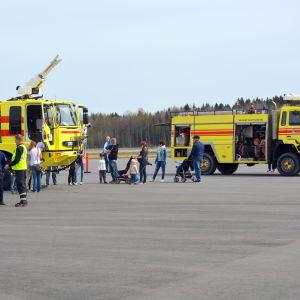 Flygplatsens brandbilar.