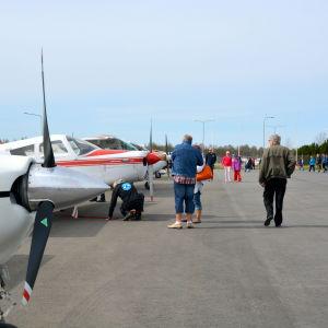 Små flygplan på Vasa flygplats.