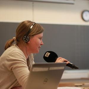 Marie Söderman sänder direkt från Katedralskolan i Åbo