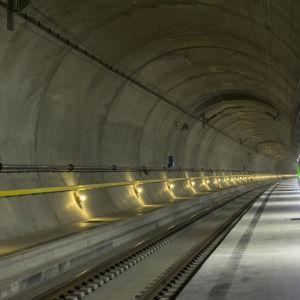 Bild av tunneln i Erstfeld i den norra ändan av banavsnittet under Sankt Gotthardsmassivet