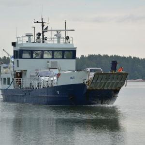 Förbindelsebåten Falkö anländer till Nagu