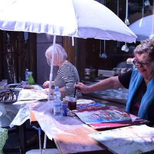 Ritva Rautakoski och Maikki Haapala målade på Boulevarden