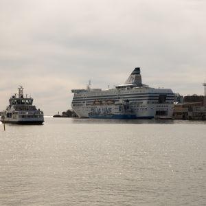 Suomenlinnan lautta tulossa kauppatorille