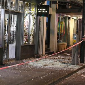 Skalvet krossade fönster i huvudstaden Wellington.