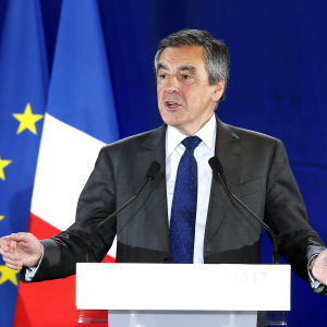 Högerkandidaten Francois Fillon krävde bl.a årliga invandrarkvoter då han höll valmöte i Nice på onsdag kväll