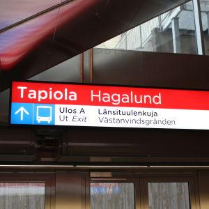 Skylt på Hagalunds metrostation
