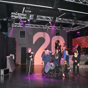Teaterboulage övar inför jubileumsrevyn Återförkalkning.