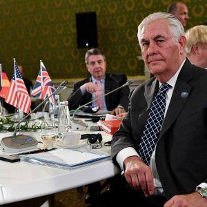 G7-ländernas utrikesministrar möttes i Lucca, Italien. Från vänster: Japans utrikesminister Fumio Kishida, Tysklands utrikesminister Sigmar Gabriel, USA:s utrikesminister Rex Tillerson och till höger Storbritanniens utrikesminister Boris Johnson. 11.4.201