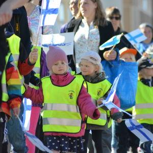 Parad för Finland 100 år i Jakobstad.