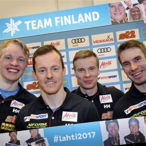 Iivo Niskanen, Sami Jauhojärvi, Matti Heikkinen och Lari Lehtonen suktar efter en finländsk medalj i herrstafetten.
