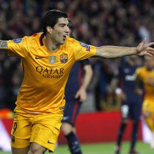 Luis Suarez gjorde två mål mot Atletico Madrid.