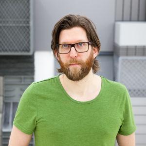 Michael Johansson som gör skulpturer av saker