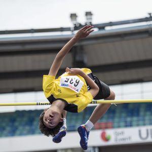Melwin Holm hoppar höjd i Göteborg.