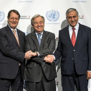 Grekcyprioternas president Nicos Anastasiades, FN:s generalsekreterare Antonio Guterres och turkcyprioternas ledare Mustafa Akinci har fört maratonsamtal i Schweiz.