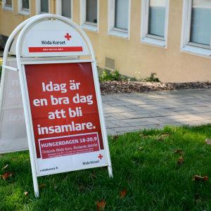 Skylt utanför Röda Korset i Åbo