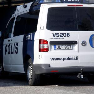 En polisbil bakifrån