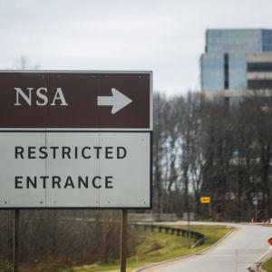 I USA har den nationella säkerhetsmyndigheten, NSA, åtminstone tillfälligt förlorat sin rätt att massregistrera teleuppgifter.