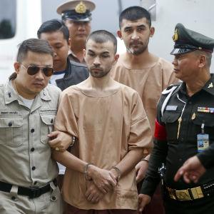 Två etniska uigurer från Kina bedyrade att de oskyldiga i den första rättegångsförhandlingen i Bangkok