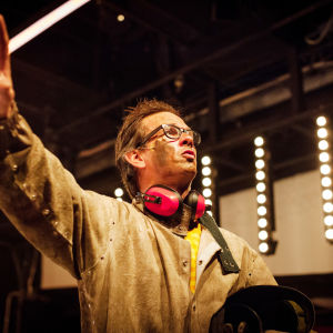 Robin Svartström on pääministeri Juha Sipilä näytelmässä Eduskunta III