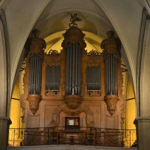 Orgeln i Collégiale-Saint-Jean-Baptiste i Roquemaure, Frankrike.