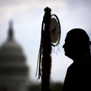 Matthew Black Eagle Man som hör till Sioux-indianerna i Washington i protest mot oljeledningen Keystone XL.
