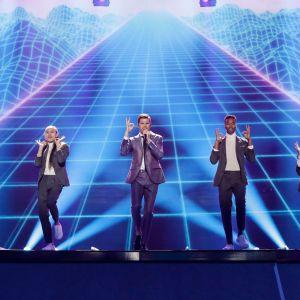 Robin Bengtsson på Eurovisionsscenen.