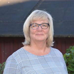 En blond kvinna med glasögon. Benita Öberg