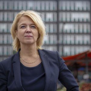 Konkurrens- och konsumentverkets generaldirektör Kirsi Leivo på Hagnäs torg.