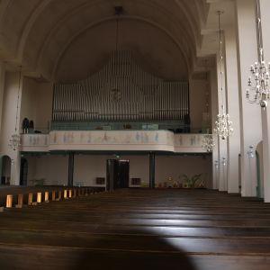 Läktaren och orgeln i Martinskyrkan i Åbo.