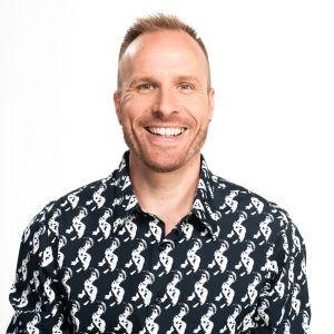 Mikko Kekäläinen hymyilee kuvassa.