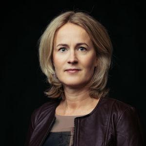 Profiilikuva MOT:n toimittajasta Minna Knus-Galánista.