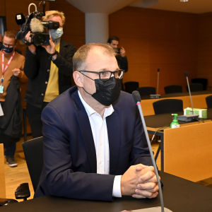 Juha Sipilä käräjäoikeudessa.