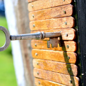 Nyckel och miniatyrdörr