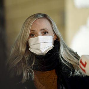 Maria Ohisalo i munskydd.