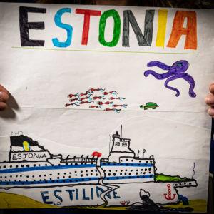 teckning föreställande Estonia på havets botten, gjord av Siiri Sames son 1994
