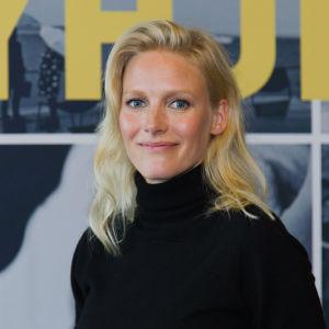Näyttelijä Laura Birn esittää Tyhjiö-elokuvassa Pihla Sucksdorffia