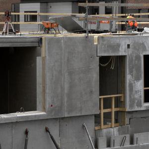 betongsväggar vid ett husbygge