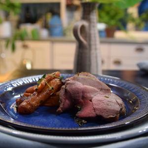 Annos lammaspaistia kera paahdettujen porkkanoiden ja chorizon