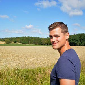 Joel Rappe är jordbrukare på Olsböle gård.