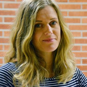 Porträttbild på Elin Sandholm.