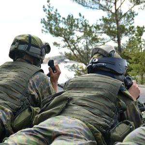 militär personal under övning