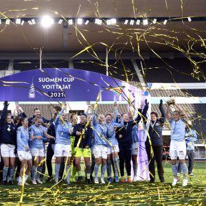 Åland United firar cupguld 2021.