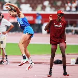 Italian Gianmarco Tamberi ja Qatarin Mutaz Essa Barshim olympiafinaalin ratkettua.