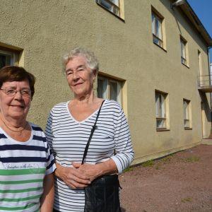 Rut Rolin och Maj Alm vid Kappsäcksfabriken
