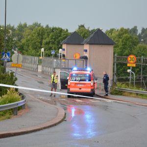 Karis järnvägsbro avstängd