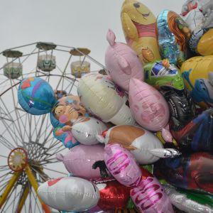 Tivoli och ballonger på Ekenäs höstmarknad